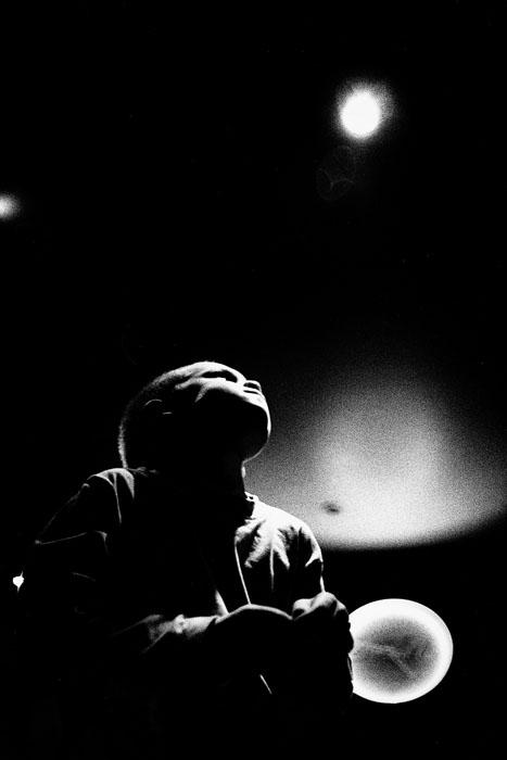 Jehsong Baak, Boy at a bar, Paris 1998, Là ou Ailleurs