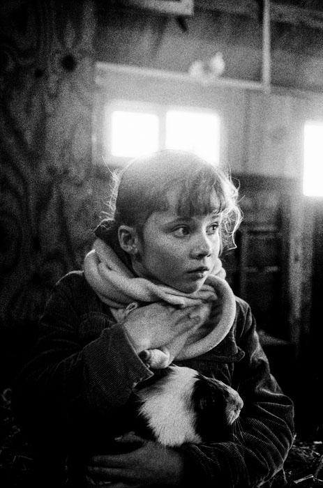 Jehsong Baak, Girl in a barn 2005, Schiermonnikoog 2005
