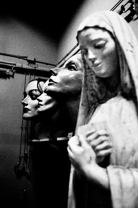 Jehsong Baak, Madonna in Fellini's office, Rome 1999, Là ou Ailleurs