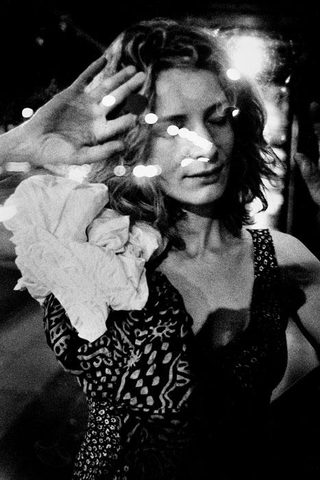 Jehsong Baak, Woman pressed against glass, Paris 2003, Là ou Ailleurs